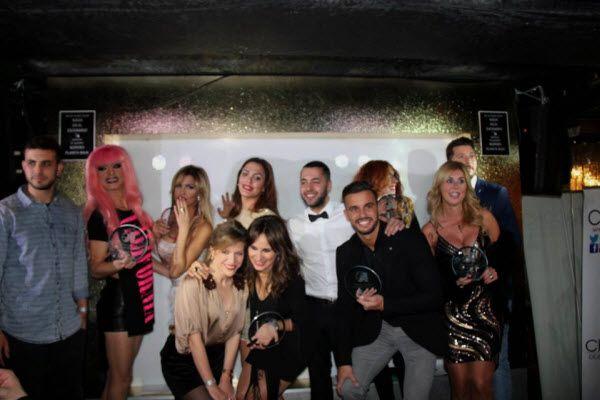 Foto de familia de los ganadores de los I Premios Studio de la televisión | Fotografía: Newold Wear