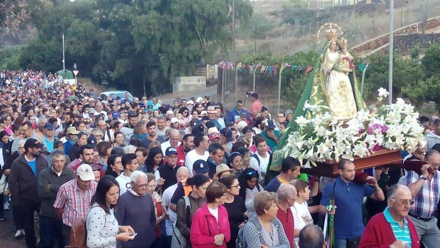 La Virgen del Pino en su camino hacia el monte.