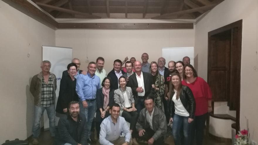 Miembros del Comité Local del PP en Garafía y otros dirigentes del partido.