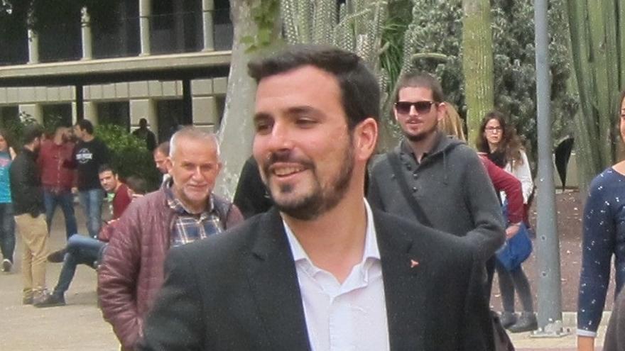 "Alberto Garzón critica la solución al independentismo de Rajoy de ""enfrentar para ganar votos de cara al 20D"""