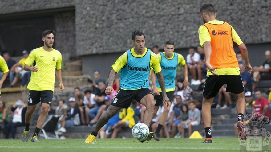 Sergio Araujo en uno de los primeros entrenamientos de la pretemporada amarilla