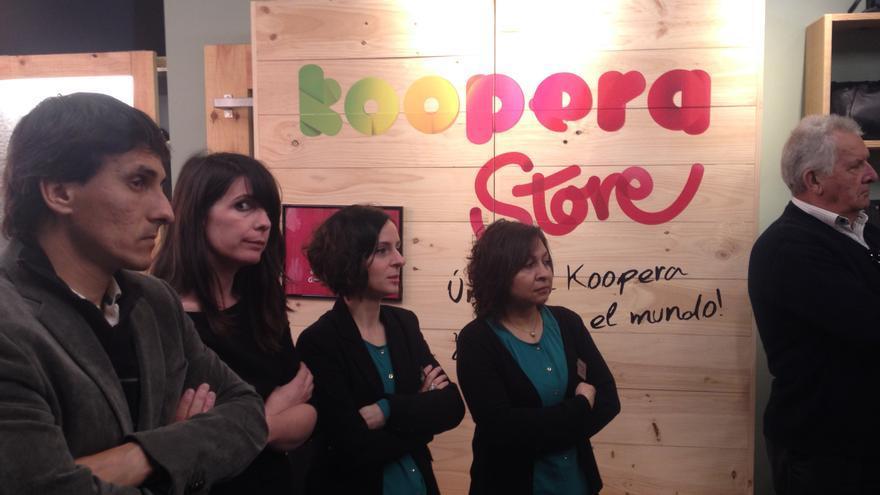 Trabajadoras de la céntrica tienda de Koopera en Vitoria-Gasteiz.
