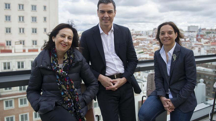 Pedro Sánchez junto a Margarita Robles, que será su número dos, y la líder del PSOE en Madrid, Sara Hernández. Foto: PSOE.