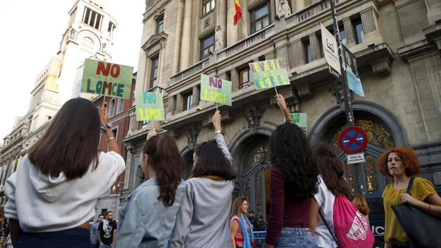 Estudiantes reúnen casi un millón de firmas contra las reválidas