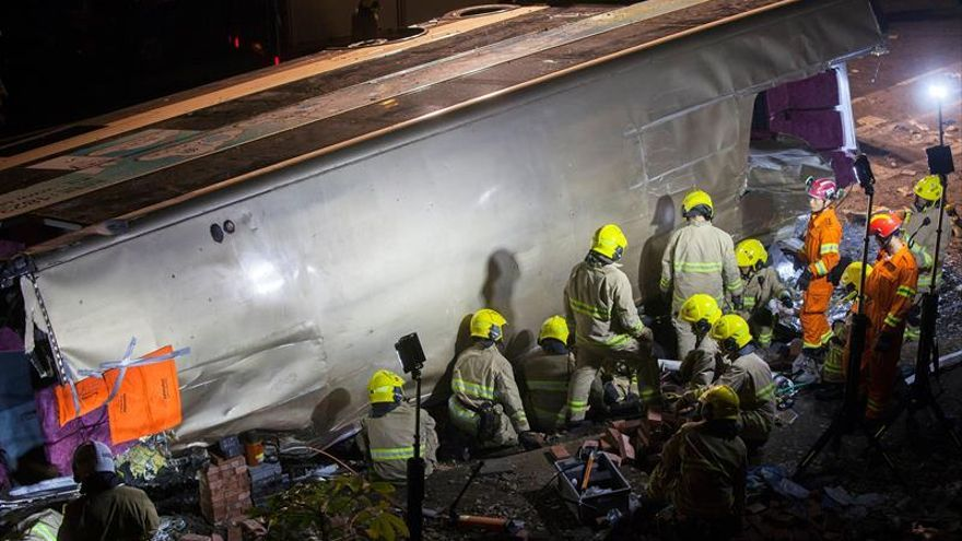 18 Muertos y 62 heridos en un accidente de autobús en Hong Kong