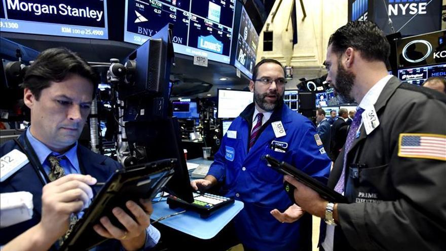Wall Street abre a la baja y el Dow Jones cede un 0,73 por ciento
