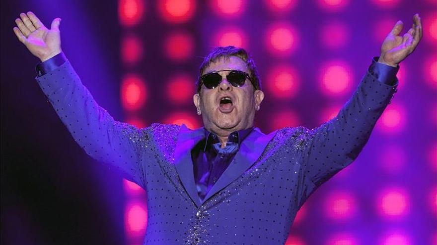 """Elton John considera """"vergonzosos"""" los precios de reventa para sus conciertos"""