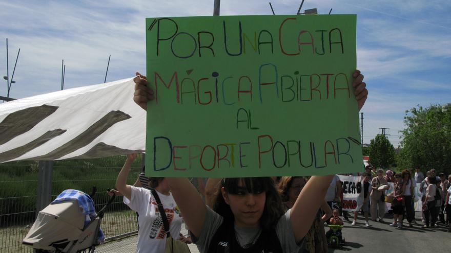 Protesta de los vecinos de San Fermín ante la Caja Mágica celebrada en 2014./ FRAVM