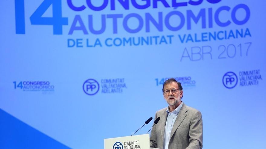 """Rajoy pide"""" desconfiar de los adanes"""" que cuestionan la unidad nacional y destaca 5.000 millones más para las CCAA"""
