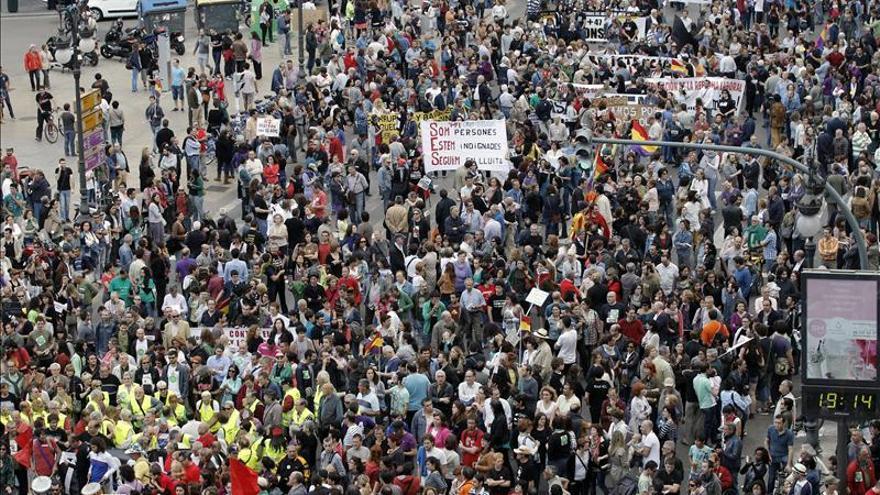 """Los ciudadanos se manifiestan para recordar que están """"más indignados que nunca"""""""