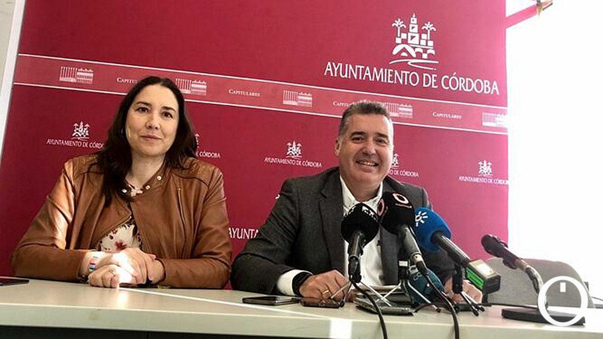 Maria Luisa Gómez Calero, ex gerente del IMDECO junto a Manuel Torrejimeno
