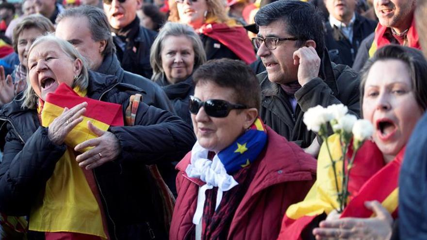 Tabarnia inicia su movilización con una ofrenda a un icono del soberanismo