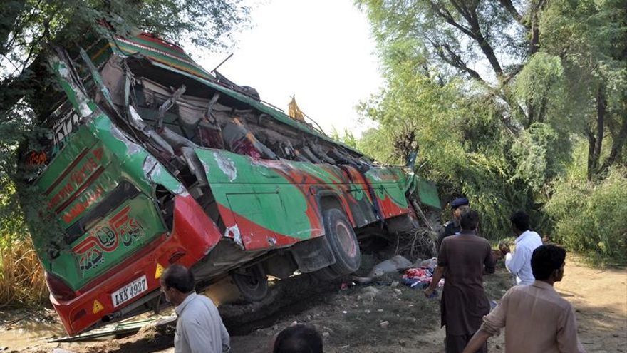 Al menos 11 muertos y 9 heridos en un accidente de autobús en el norte de Pakistán