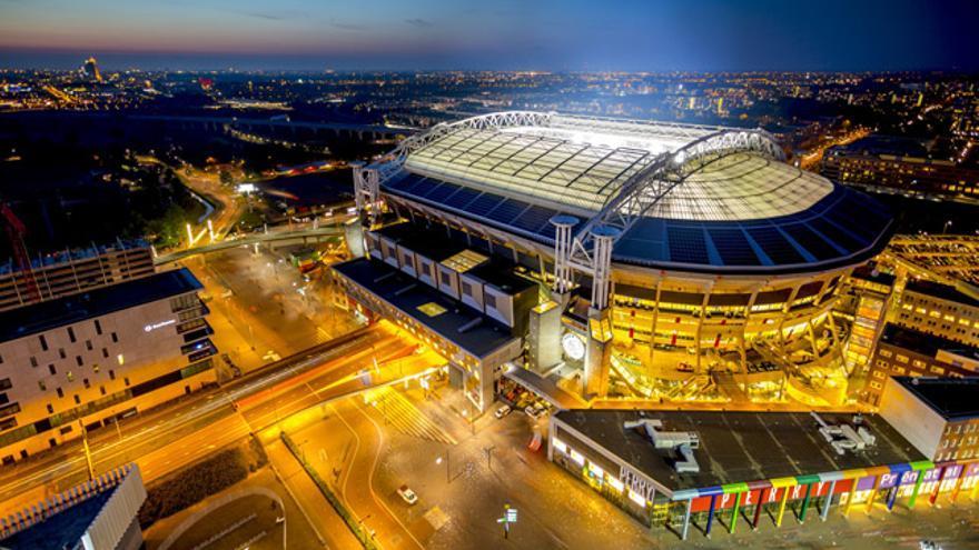 Un total de 148 baterías de diferentes Nissan Leaf suministran electricidad al estadio del Ajax de Ámsterdam.