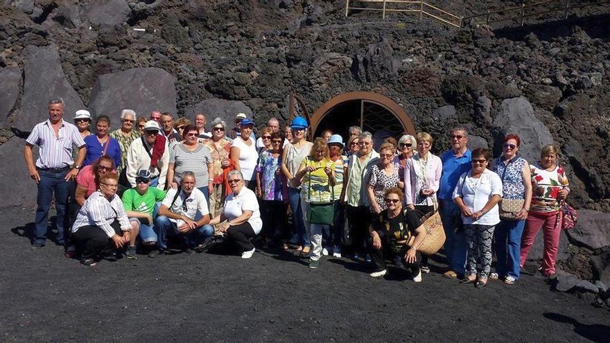 Imagen de archivo de uno de los grupos que visitó la Fuente Santa.