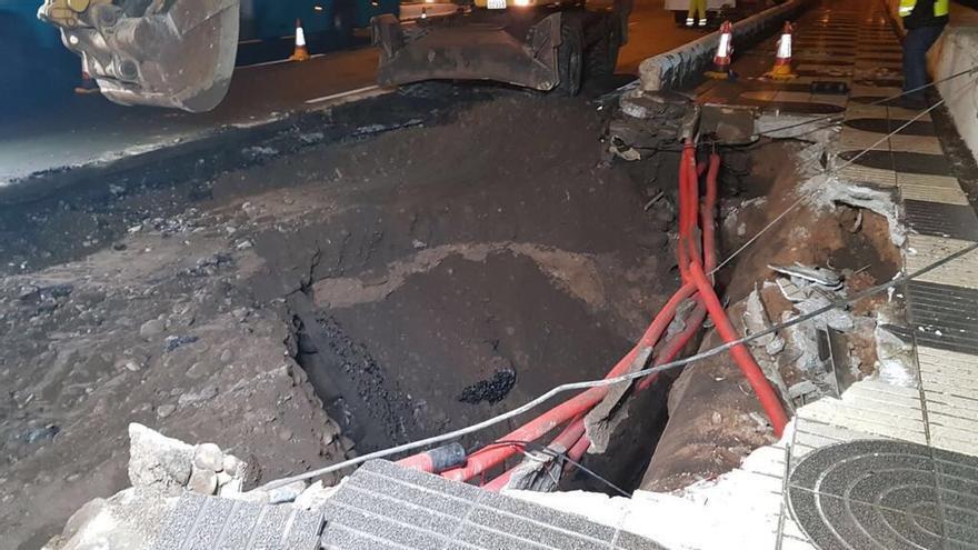 Los técnicos del Cabildo trabajarán toda la noche para que este lunes se pueda circular por la Avenida Marítima