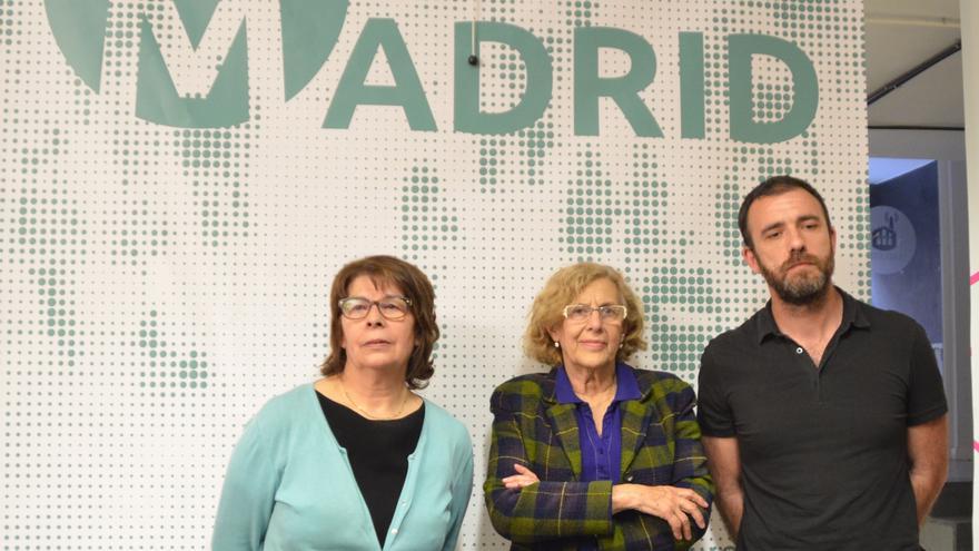 Manuela Carmena (centro), Inés Sabanés y Nacho Murgui, los tres primeros de la lista de Ahora Madrid para el Ayuntamiento de la capital. \ Agustín Millán