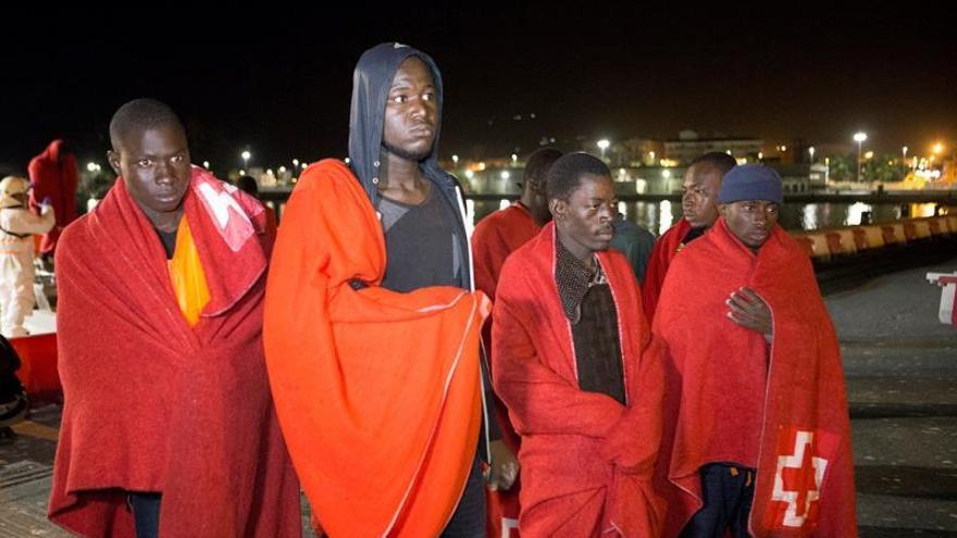 Rescatados 99 inmigrantes de diez pateras en el Estrecho
