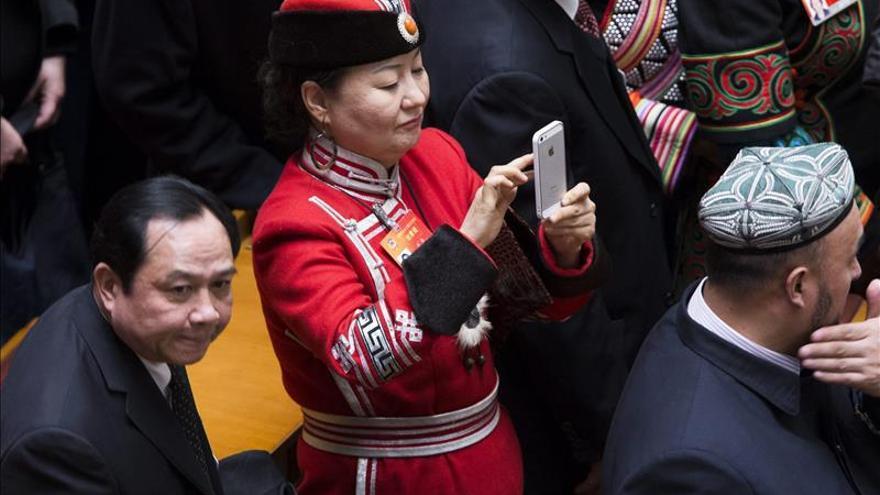 Prohíben a los legisladores jugar con el móvil o tuitear en el plenario anual