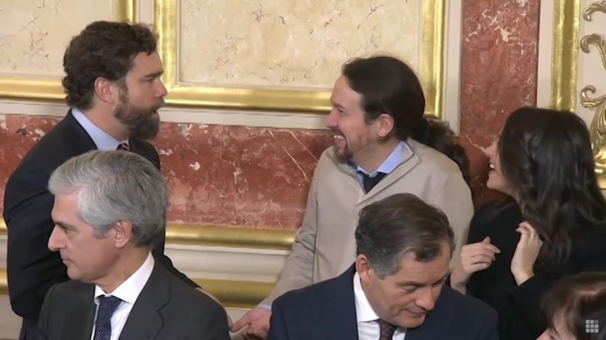 Espinosa de los Monteros y Pablo Iglesias ríen durante el Día de la Constitución en el Congreso.