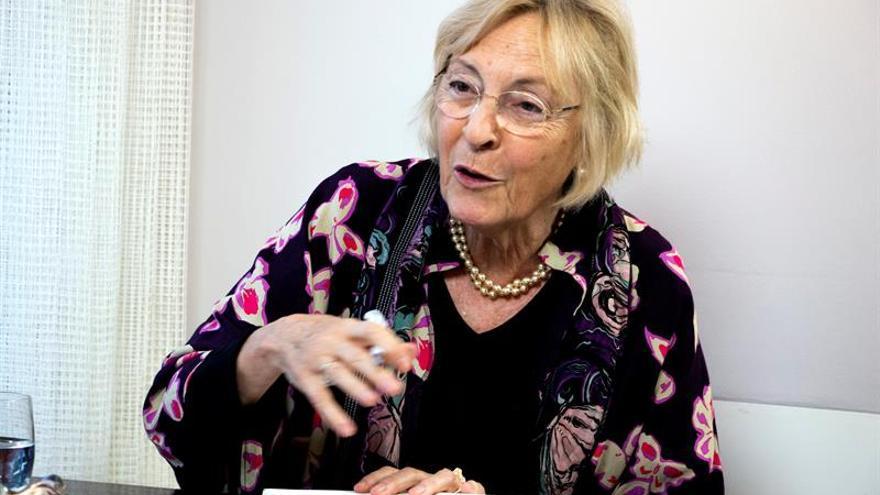 """Soledad Puértolas pide cambiar la definición de """"cocinillas"""" por machista"""