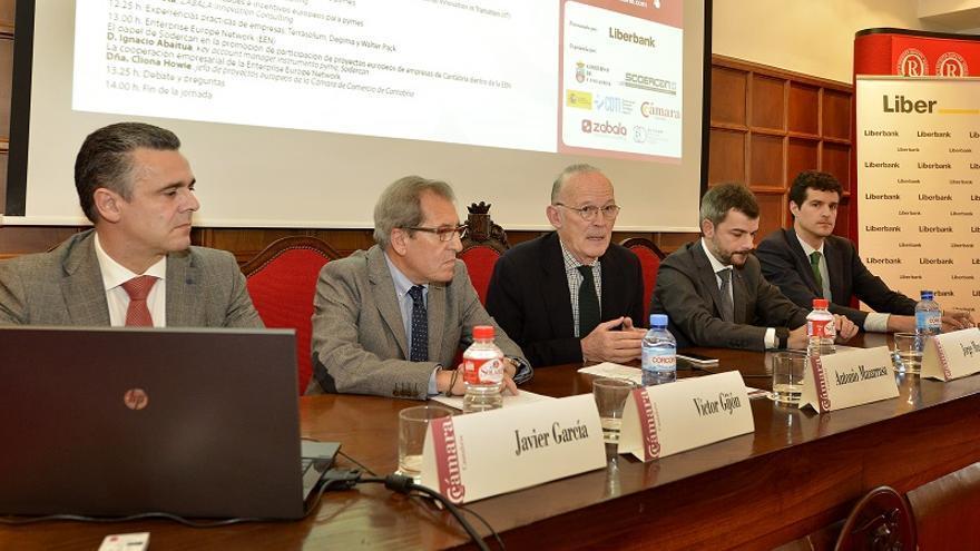 El director de Promoción y Desarrollo Internacional de Sodercan, Víctor Gijón, en un acto organizado por la Cámara de Comercio de Cantabria.