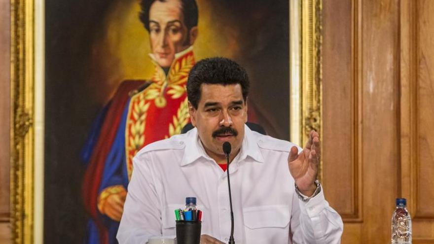 """Maduro pide elevar las sanciones y poner """"tras las rejas"""" a los """"especuladores"""""""