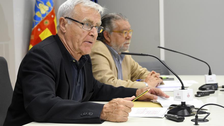 El alcalde de València, Joan Ribó (en primer plano), y el concejal de Hacienda, Ramón Vilar