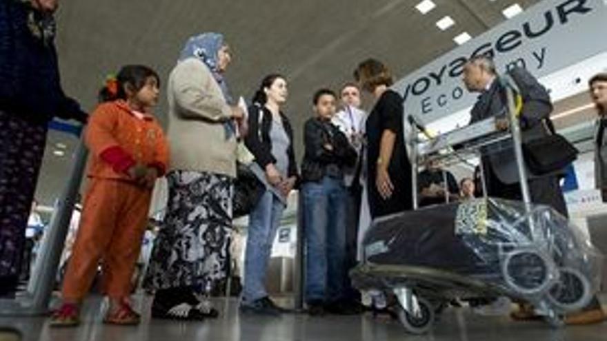Francia ''estigmatiza'' a los inmigrantes gitanos
