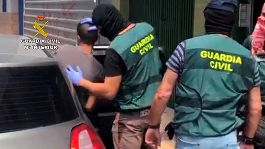 Siete detenidos por atracar casas de juego en el sur de Tenerife con machetes y una pistola eléctrica