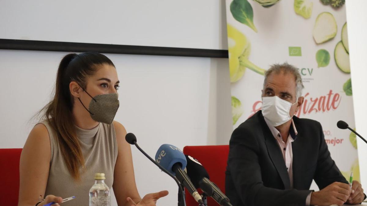 La consellera de Agricultura, Mireia Mollà, junto al presidente del Comité de Agricultura Ecológica de la Comunitat Valenciana, José Antonio Rico