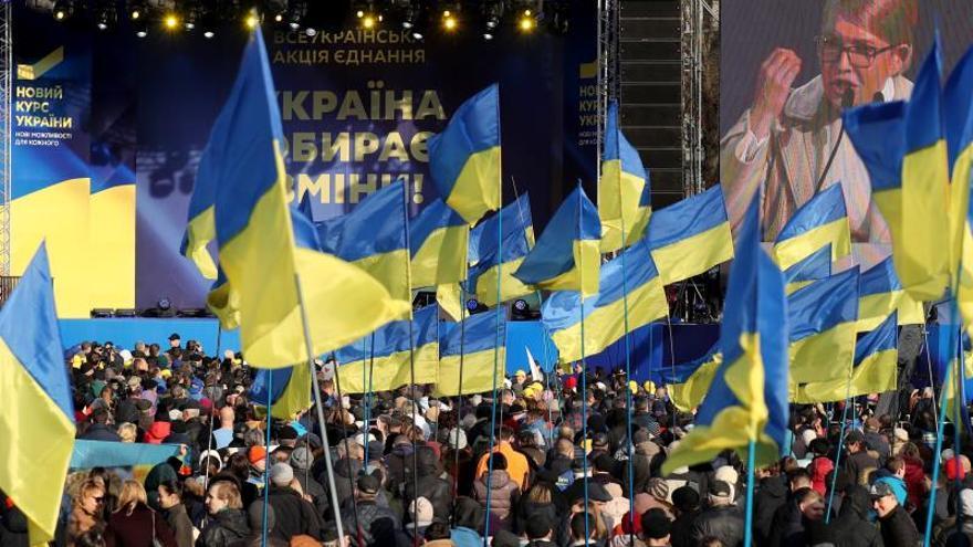 Ucrania cierra la campaña electoral más reñida y sucia de su historia