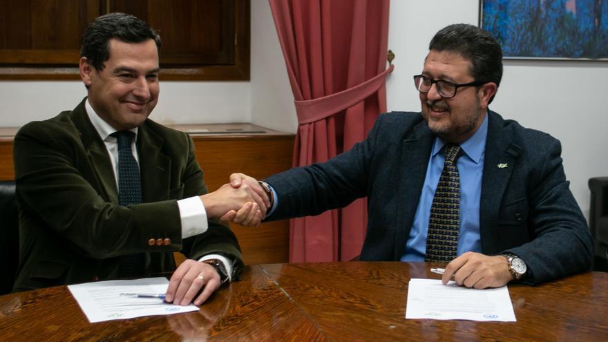 El candidato del PP a la presidencia de la Junta, Juanma Moreno, y el líder andaluz de Vox, Francisco Serrano