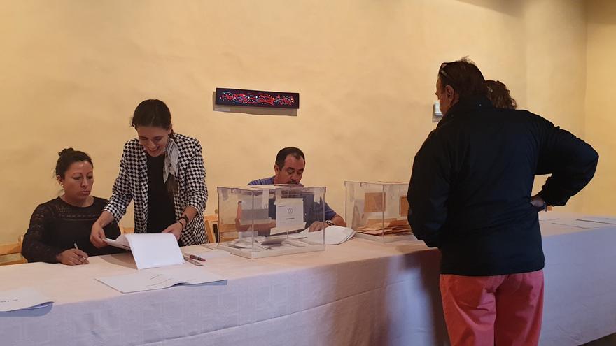 Mesa electoral en la Casa Salazar de Santa Cruz de La Palma.
