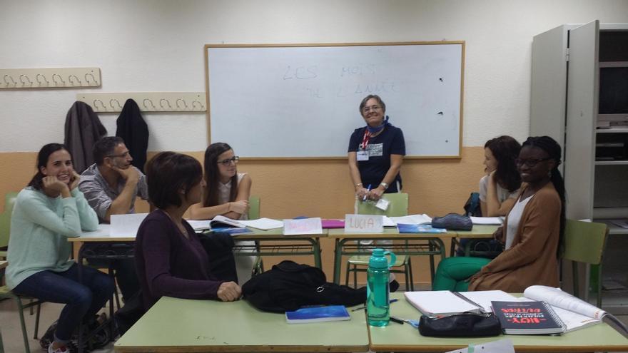 Mely de la Cruz, en una de sus clases de francés en una escuela oficial de idiomas madrileña.