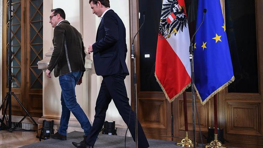 Conservadores y ultranacionalistas cierran un pacto de Gobierno en Austria