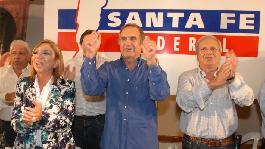 El senador y exgobernador de Santa Fe, Carlos Reutemann, falleció hoy en un sanatorio de su provincia.