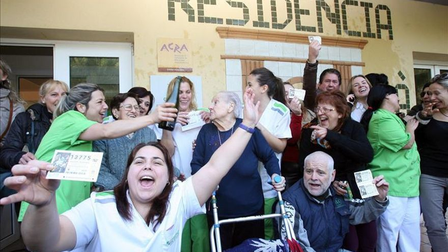 Parte del 12.775, comprado por las empleadas de una residencia de la tercera edad de Tarragona