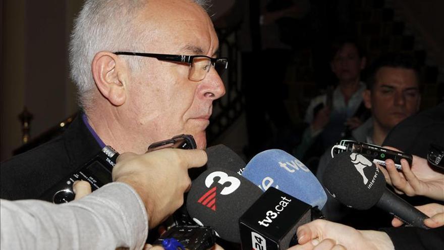 """Cayo Lara dice que """"la herencia de Aznar fue una guerra, está bien donde está"""""""