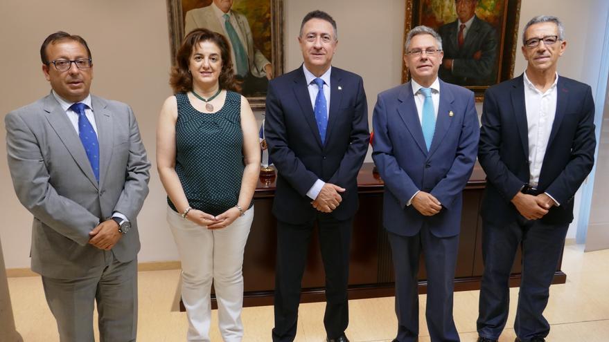 En la imagen, miembros de las tres entidades firmantes.