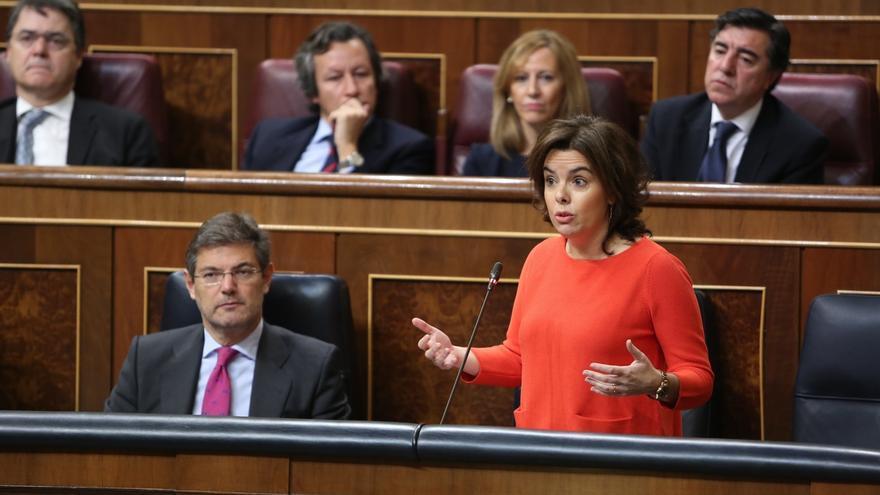 Santamaría pide al PSOE trabajar juntos para una solución en Cataluña pero desde el respeto a la ley
