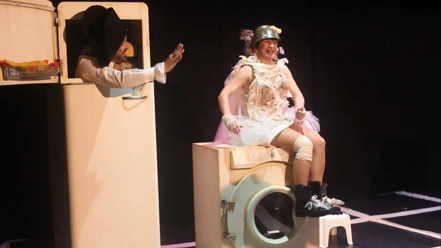 Escena de la obra 'Tullidos', dirigida pro Manu Medina