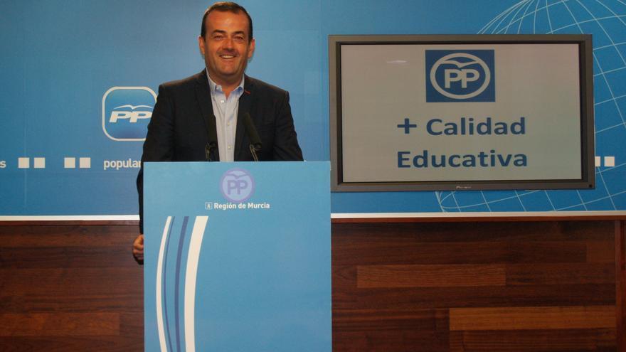 Javier Iniesta no considera justo que todos los ciudadanos tengan libros de texto gratis sin importar sus ingresos