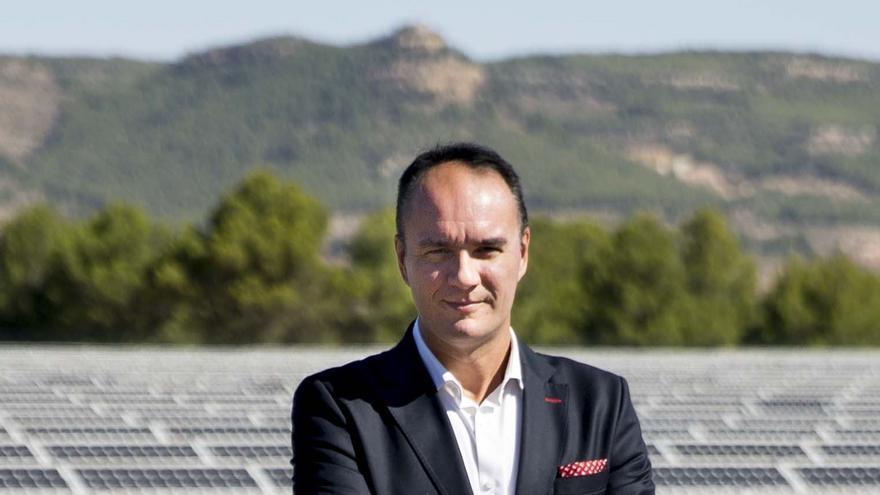 El presidente de Avaesen, Marcos J. Lacruz, en un parque fotovoltaico de Tuéjar (Valencia).