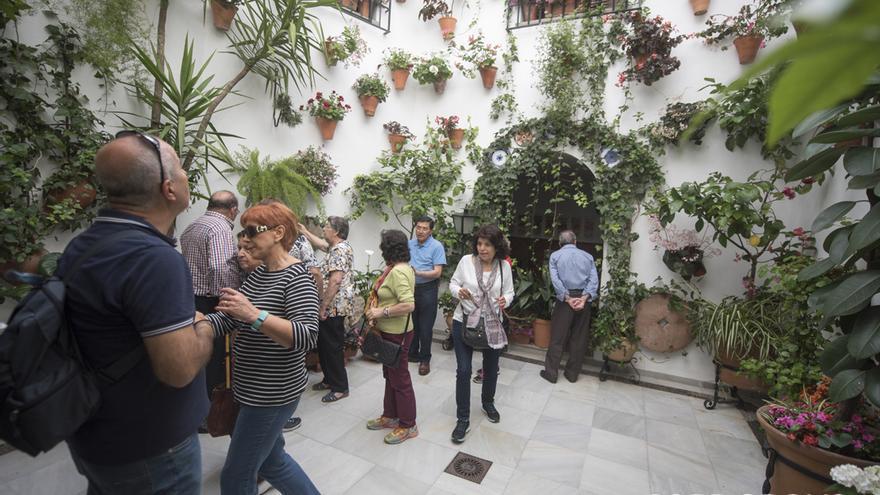 Patio de arquitectura moderna en la calle San Basilio, 15   TONI BLANCO