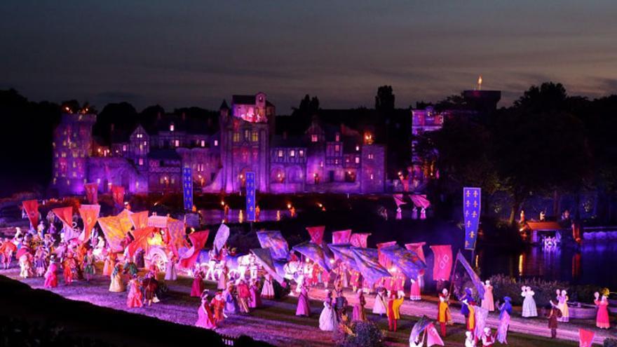 Cinéscénie, espectáculo nocturno en Puy du Fou Francia que utiliza actores 'voluntarios'