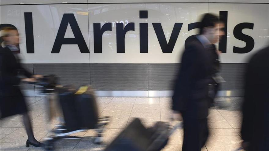 Las nuevas pistas en Heathrow y Gatwick costarán más de lo estimado