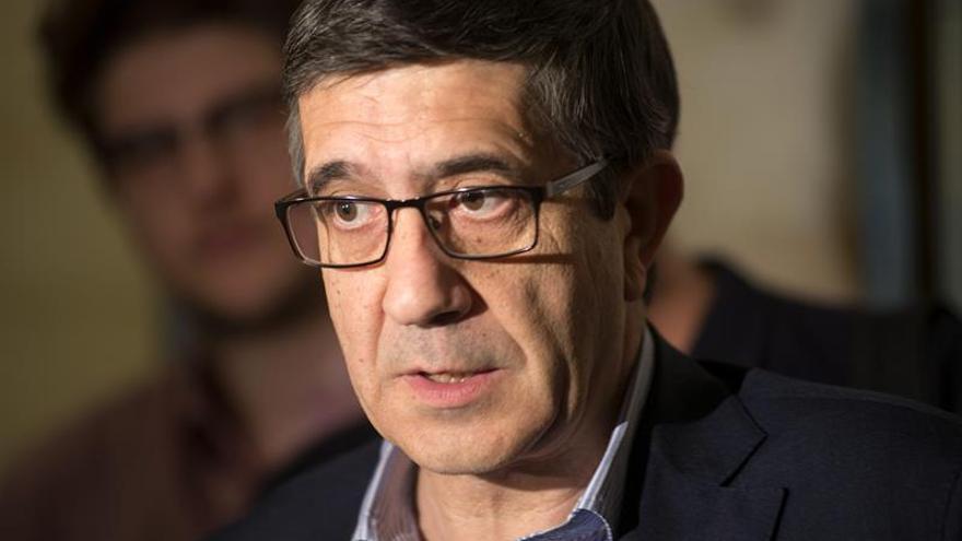 Patxi López cree que la dimisión de Aguirre llega tarde y no es suficiente