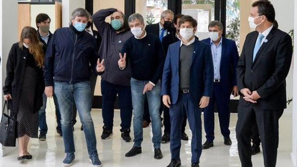 Máximo Kirchner junto a intendentes del PJ