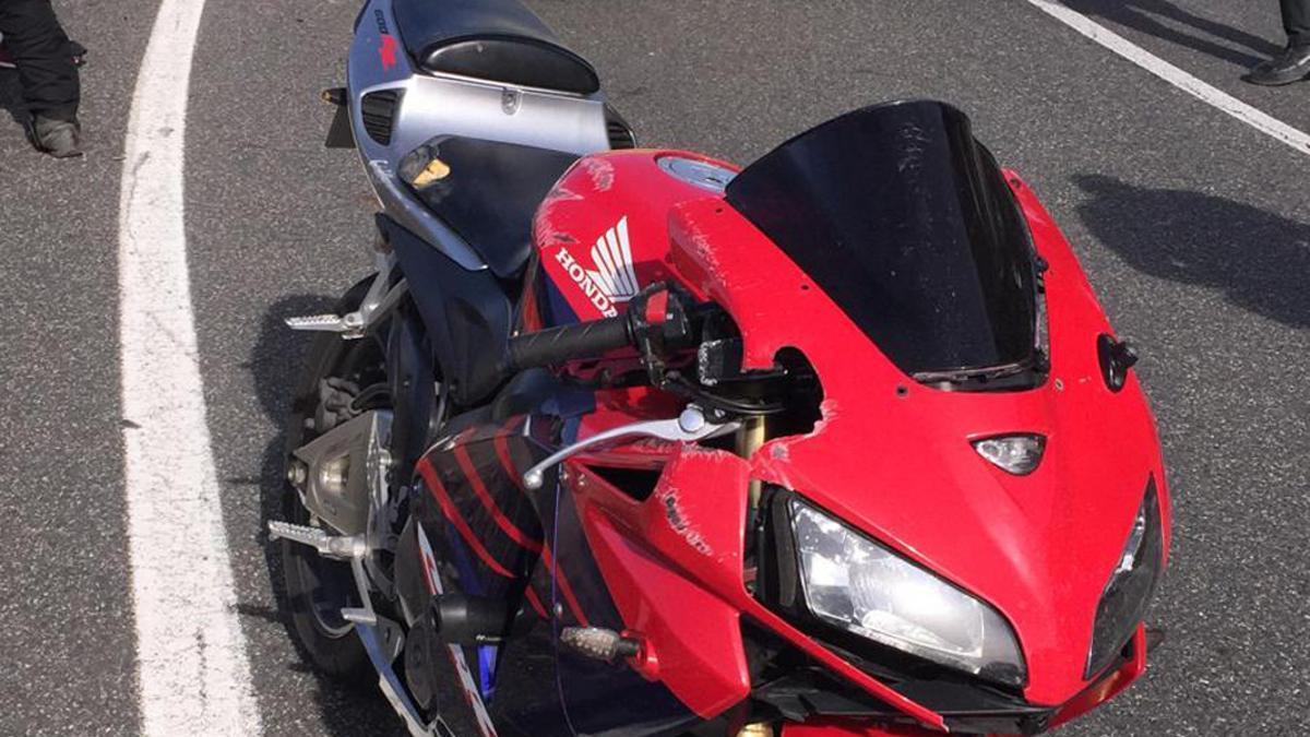 Una moto tras sufrir un accidente